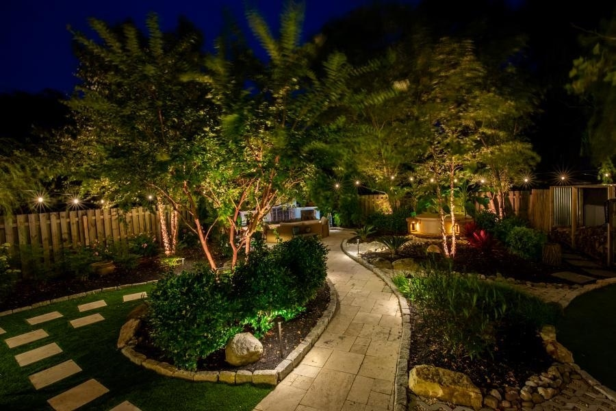 4 Ways to Spice Up Your Outdoors with Landscape Lighting